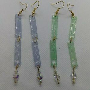 Set of 2Resin dangle earrings